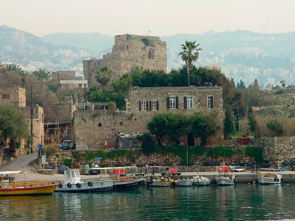 Fachada marítima de la ciudad de Byblos | Foto © Jordi G.