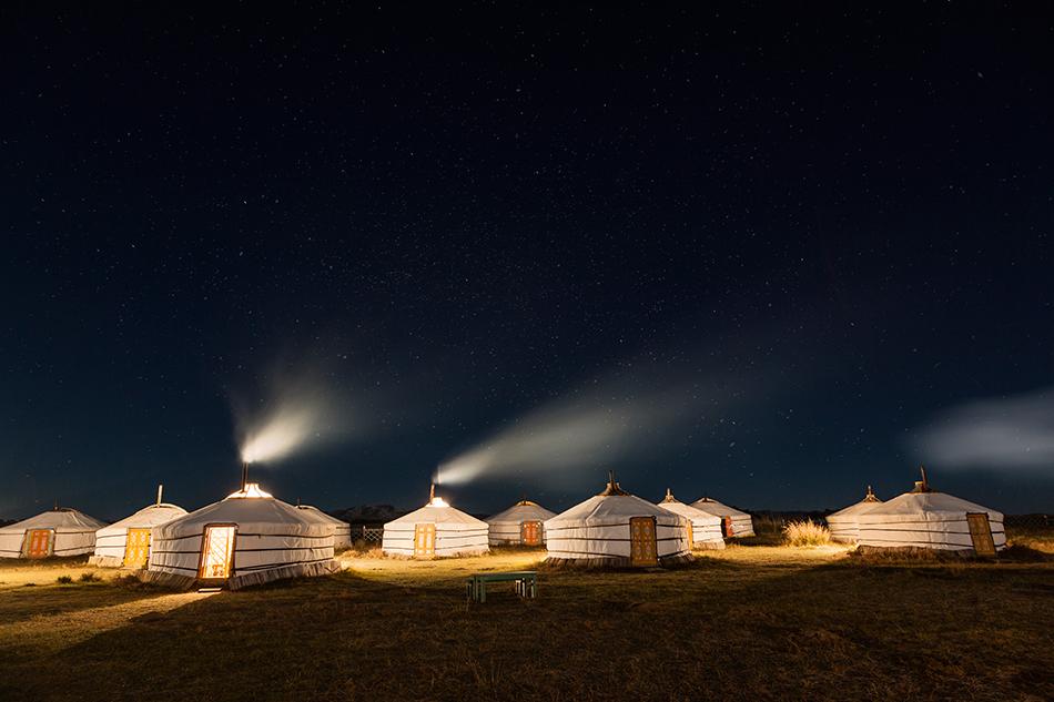 Campamento de gers al anochecer   Foto © Luis Davilla