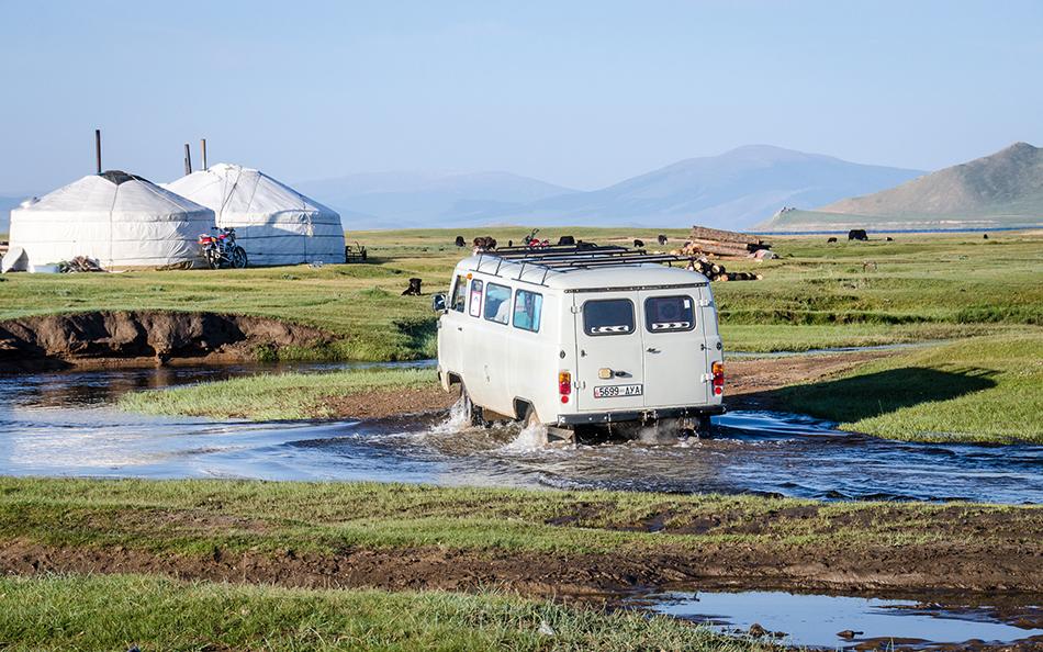 Furgoneta en Mongolia | Foto © Rosa Saez