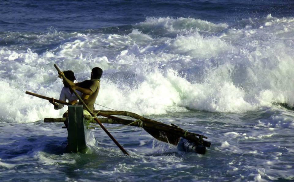 Pescadores Tangalle (Sri Lanka). Foto Juanjo Gascó