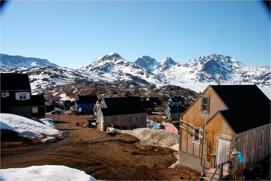 Localidad de Tasiilaq en la costa este de Groenlandia | Foto © Francesc Bailón