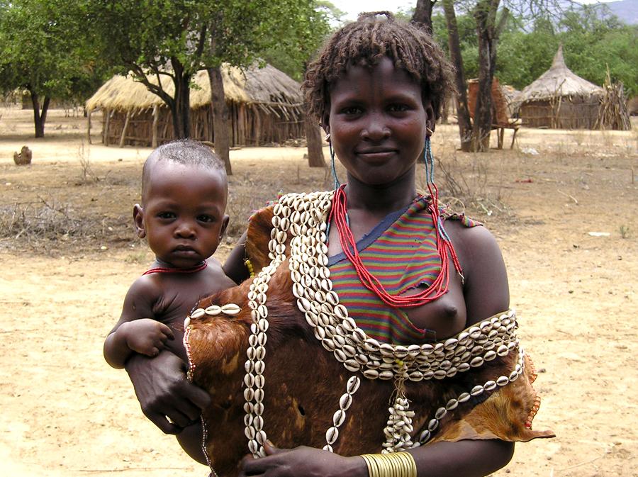 Mujer en un pueblo de Etiopía | Foto © Belén Díez
