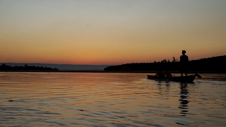 Paseo en canoa por el el río Tsiribihina | Foto © La Maleta de Carla
