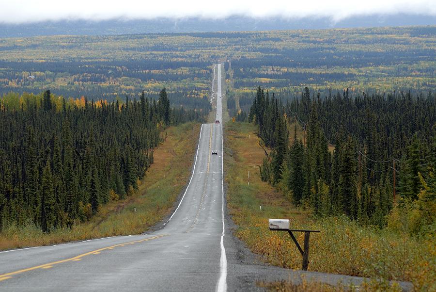 Carretera hasta el horizonte en Alaska | Foto A&J