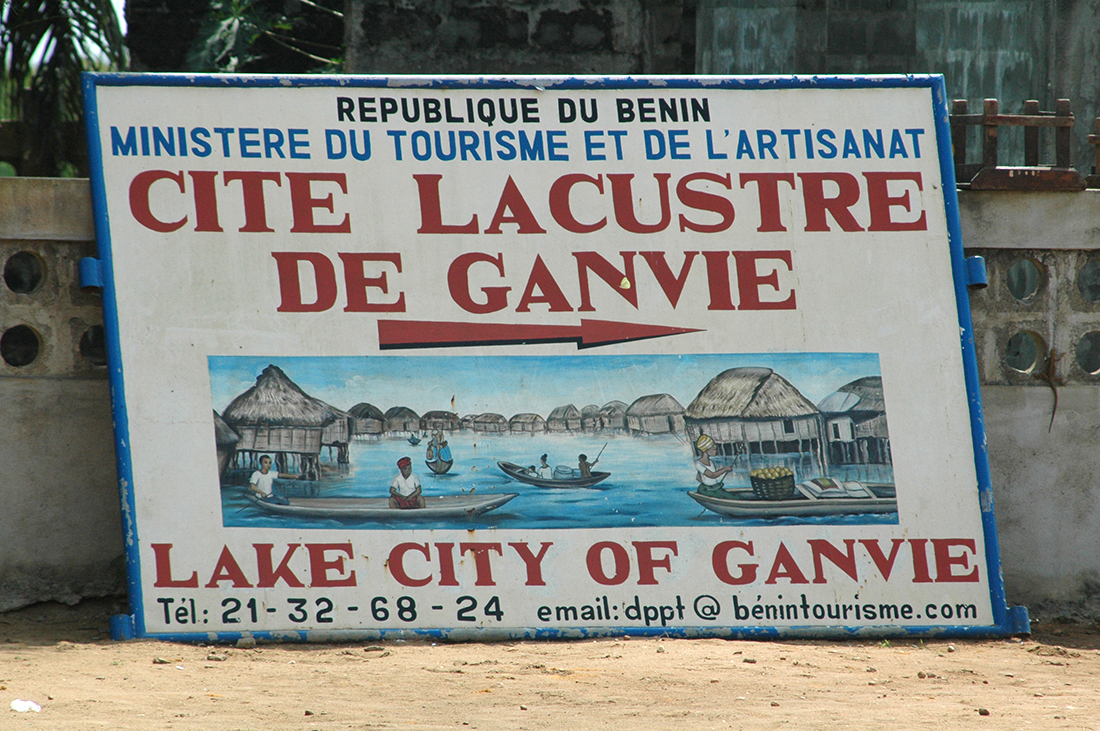 Indicaciones para llegar a Ganvié, Benin | Foto © Àlex Poo