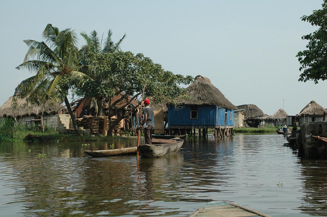 Aspecto de la ciudad de Ganvié en el Lago Nokoué | Foto © Àlex Poo