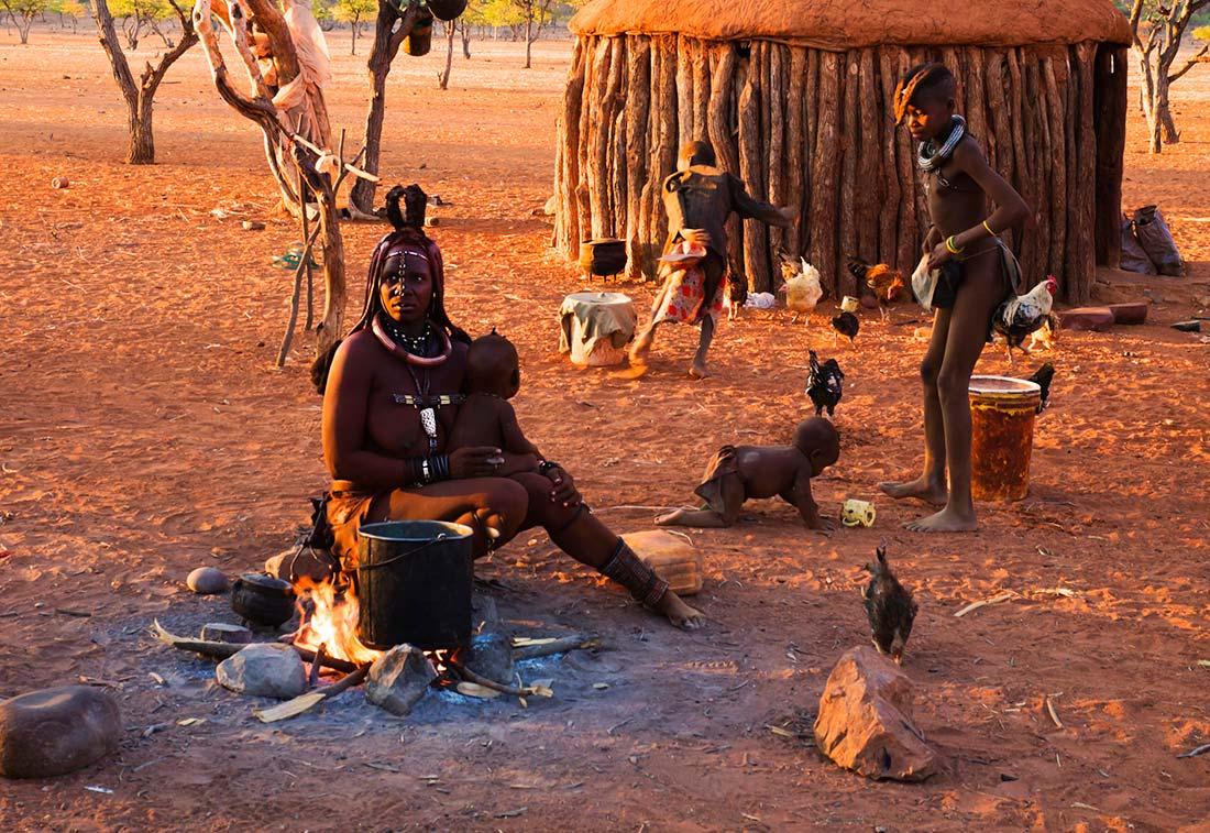 Himbas | Foto © Josep Maria Isach Boixader