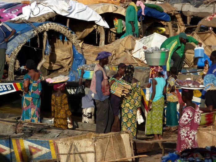Viaje a Costa de Marfil. Pais Lobi >> Autor Soraya León
