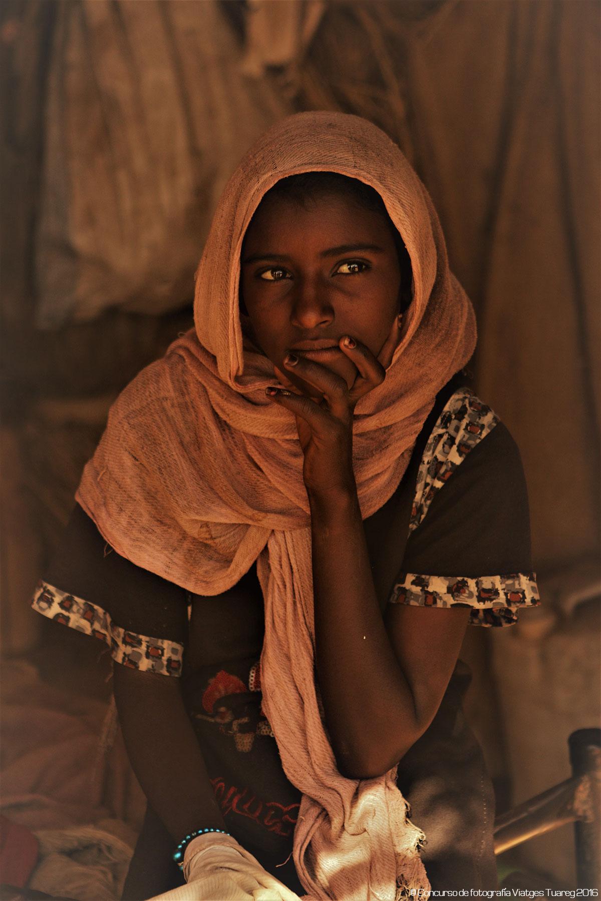 Actitud inata de modelo Alfred Berges - Viaje a Sudán
