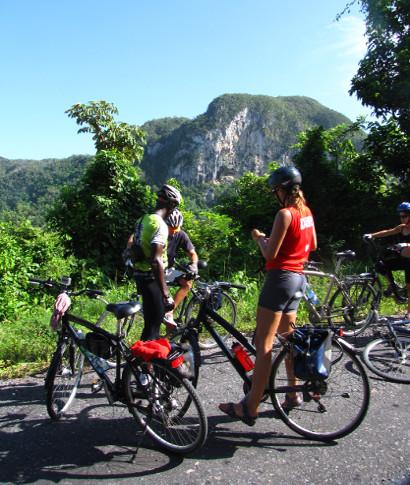 <br></p>La bicicleta es una forma de viajar lento, que permite ver, oler y oír todo lo que pasa alrededor, ... <br> <a class='vermellteula'>Seguir leyendo >>></a>
