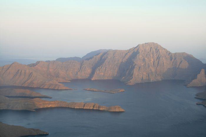 fotos del viaje a Omán Navegando en kayak por los fiordos de Omán autor:Musandam Nature