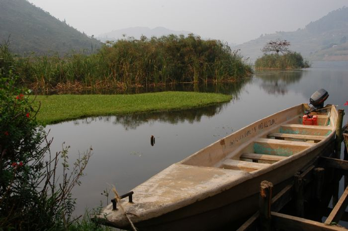 fotos del viaje a Uganda y Rwanda La perla de África, colinas de Rwanda, lago Kivu y volcán Nyiragongo  autor:Jesus Crespo