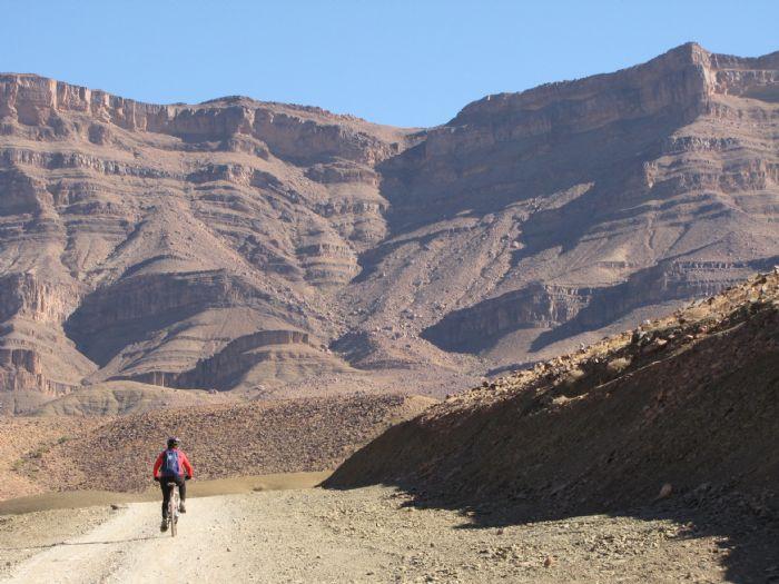 Hacia el desierto - Autor: Isi Juvé