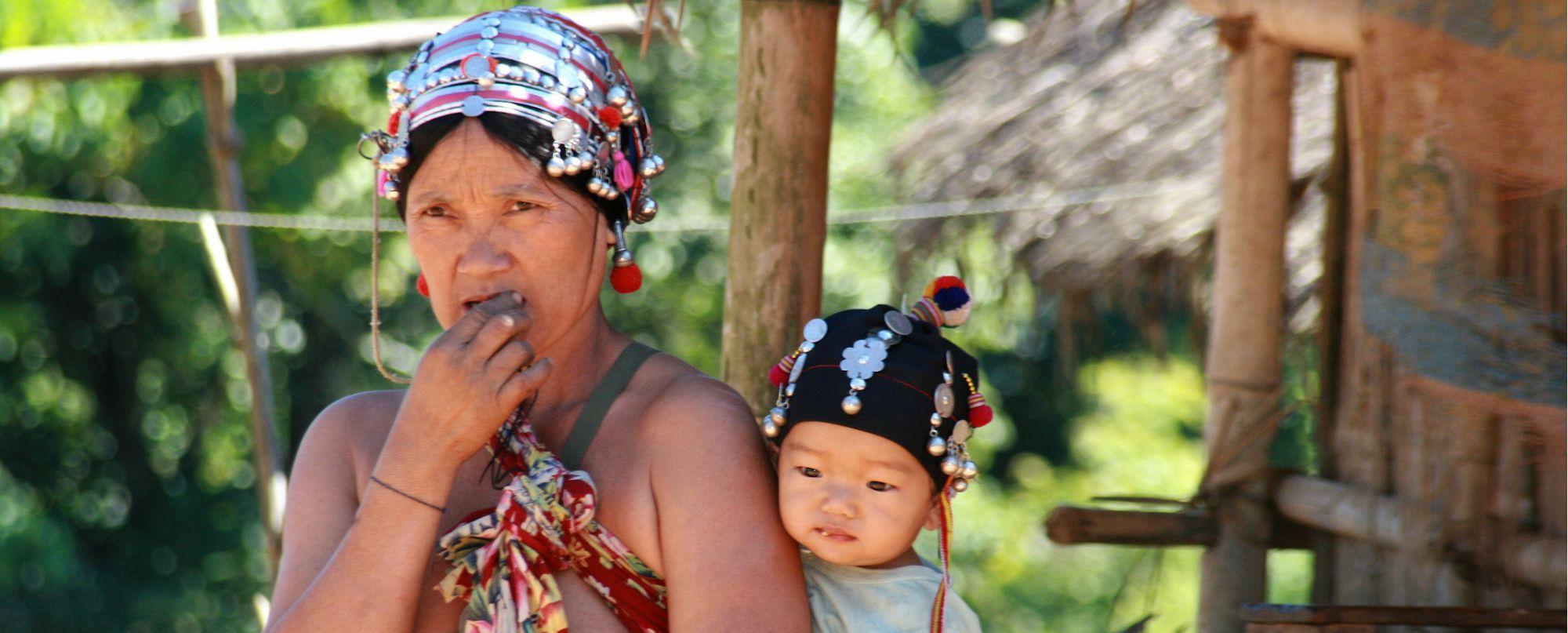 Laos  - Tribus del norte, navegación por el Nam Ou y sur de Laos