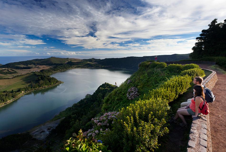 Un descanso del trekking en Sao Miguel | Foto © Futurismo