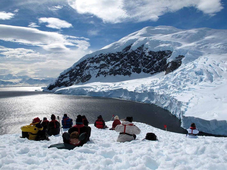 En tierra firme en la Antártida. Viatges Tuareg