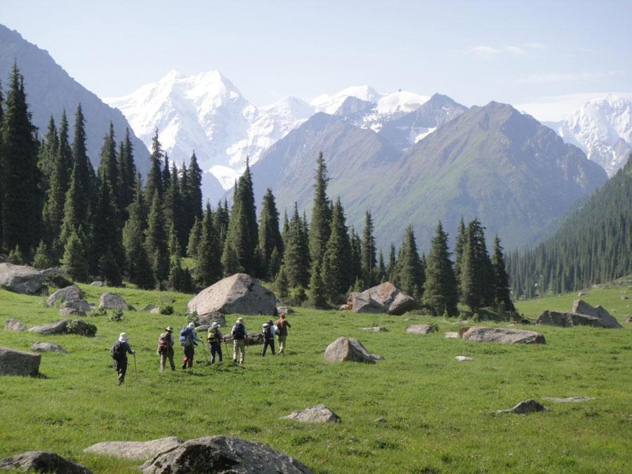 Caminata en Yety Oguz   © Ak Sai Travel