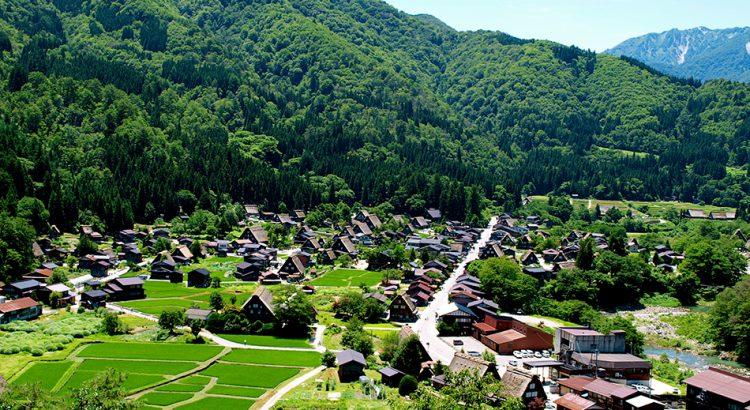 Panorámica sobre Shirakawago, Japón | Foto © Angeles Aldariz