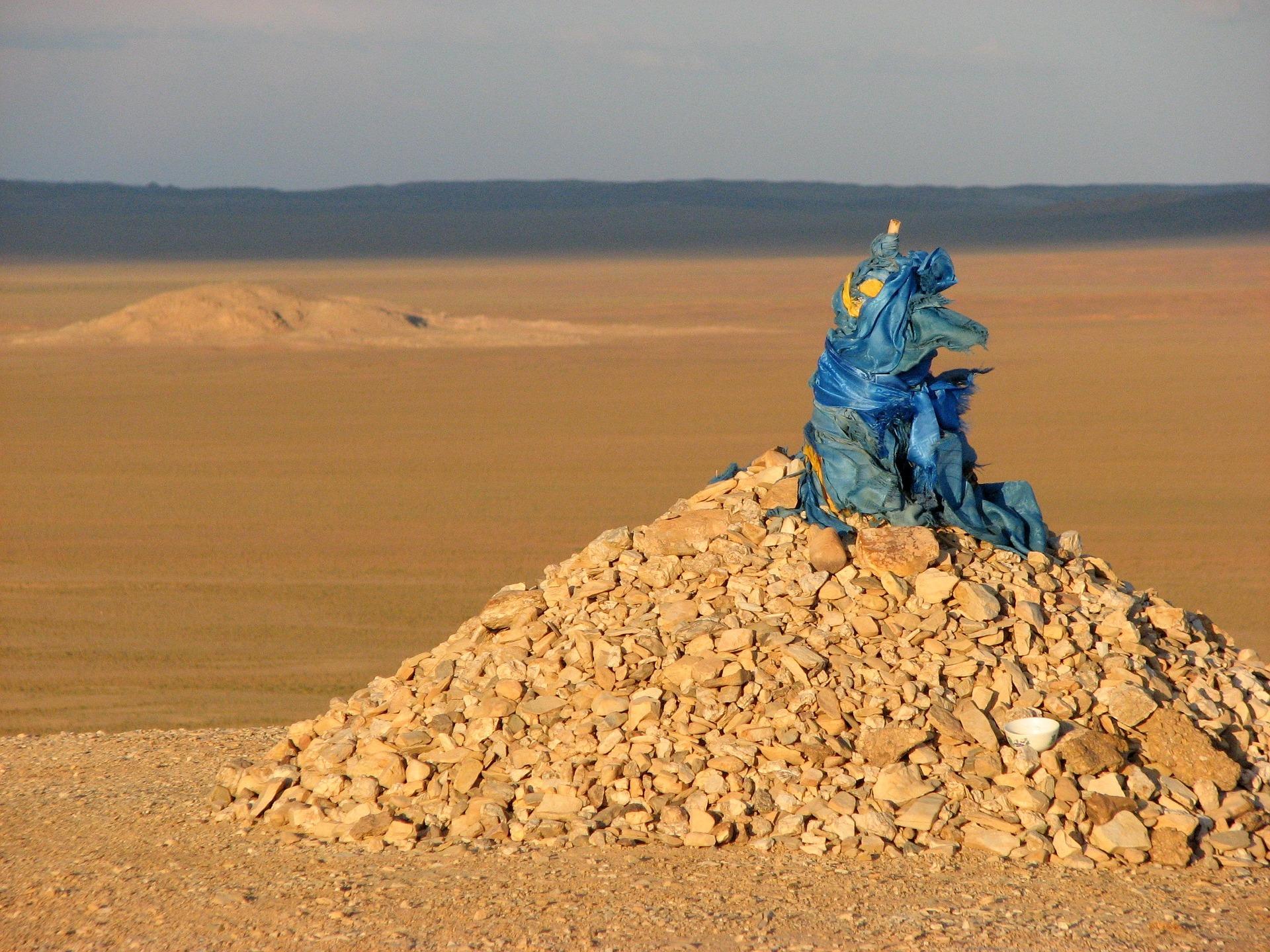 ovoo-mongolia-costumbres-mongoles