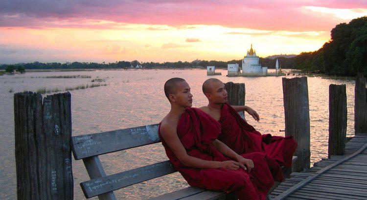 Monjes en Myanmar | Foto © Kepa larretxe
