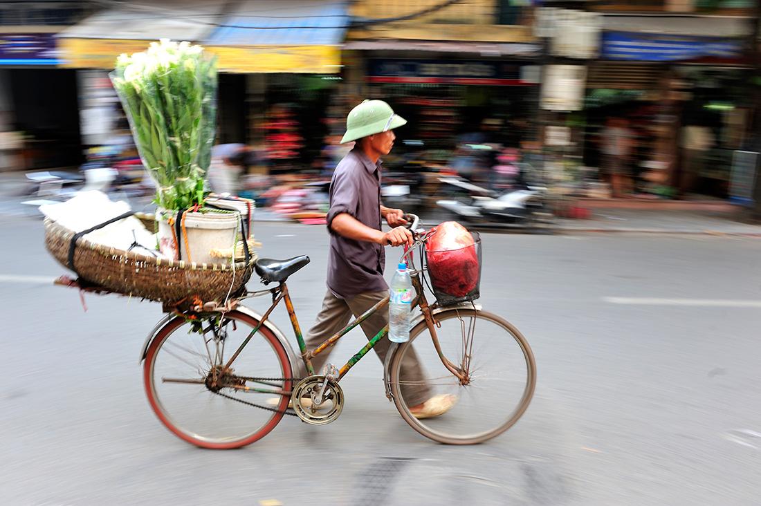 Paseo por la ciudad de Hanoi en bicicleta | Foto © David Galindo