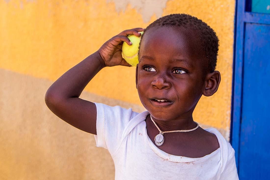 Esperando para jugar. Autor Jordi Segura - Viaje a Senegal