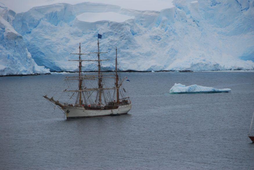 Cruzar el Pasaje de Drake y llegar a la Antártida | Foto m. Rius-foto-1-2