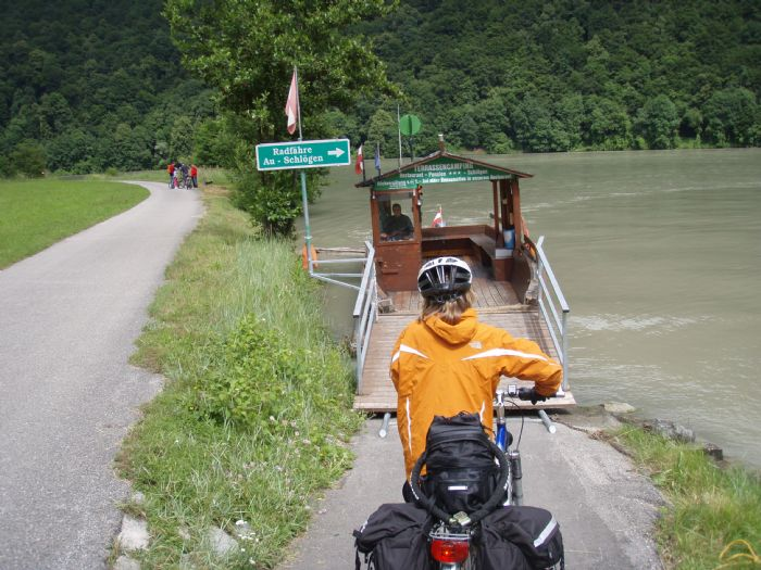 Viaje a Austria y Alemania EMBARCANDO EN SCHLÖGEN Autor:Donau Touristik