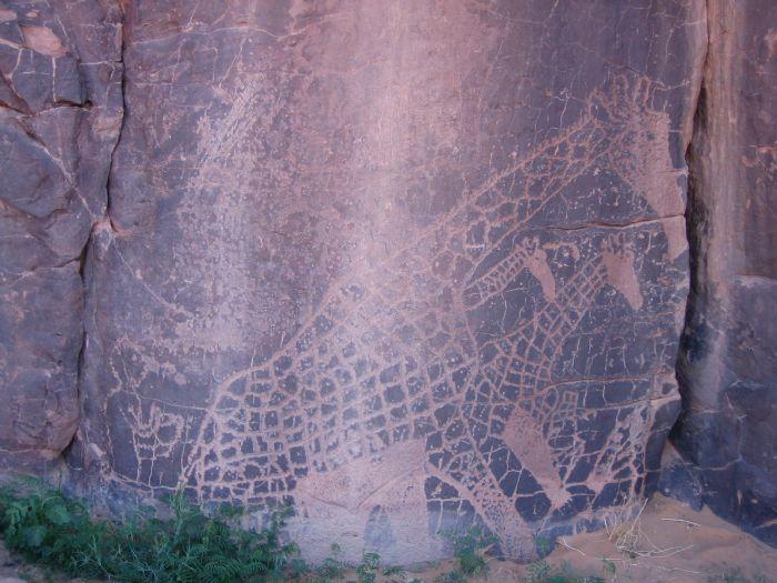 PINTURAS RUPESTRES La exposición de pinturas y grabados en rocas y paredes del Tassili N'Ajjer es la muestra de arte neolítico al aire libre más grande del mundo.