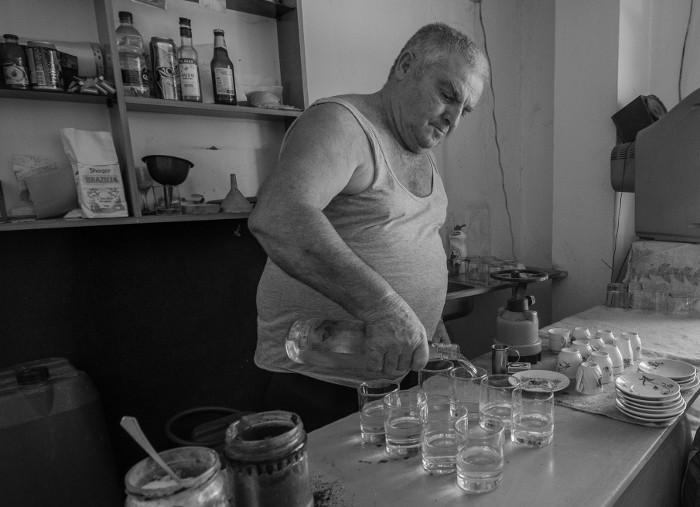 Taberna en Vlore (Albania). Foto: Manuel Guinarte